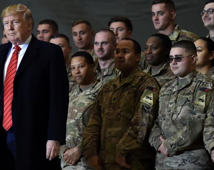 President Donald Trump har valt att genomföra ytterligare en truppreträtt från Afghanistan. Beslutet har väckt kritik i Washington och oro inom Nato.